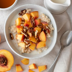 Maple-Pecan Oatmeal with Fresh Peaches
