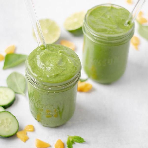 Minty Pear, Mango & Banana Green Smoothie