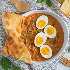 Tikka Masala Eggs with Spinach & Garlic Naan