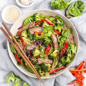 Hot Gingered Beef & Broccoli Salad with Red Pepper