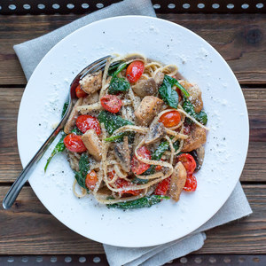 Chicken Florentine Pasta with Mushrooms, Grape Tomatoes & Spinach