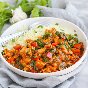 Spiced Pakistani-Style Chicken Curry with Bell Pepper, Spinach & Rice