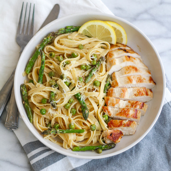 Lemony Pasta Primavera with Chicken, Asparagus & Peas