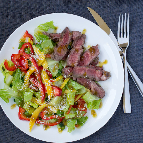 Asian Steak & Mango Salad with Bell Pepper & Romaine
