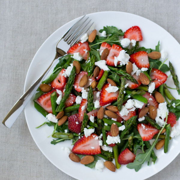 Asparagus, Strawberry & Arugula Salad with Goat Cheese & Almonds