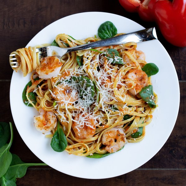 Shrimp & Spinach Linguine with Roasted Red Pepper Sauce