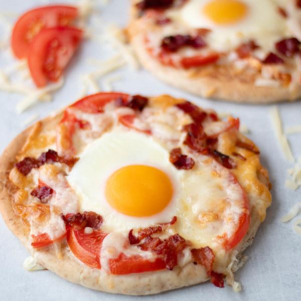 Bacon, Tomato & Mozzarella Breakfast Pizza