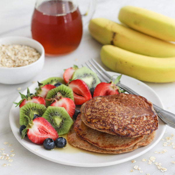 Oatmeal Banana Pancakes with Fresh Fruit