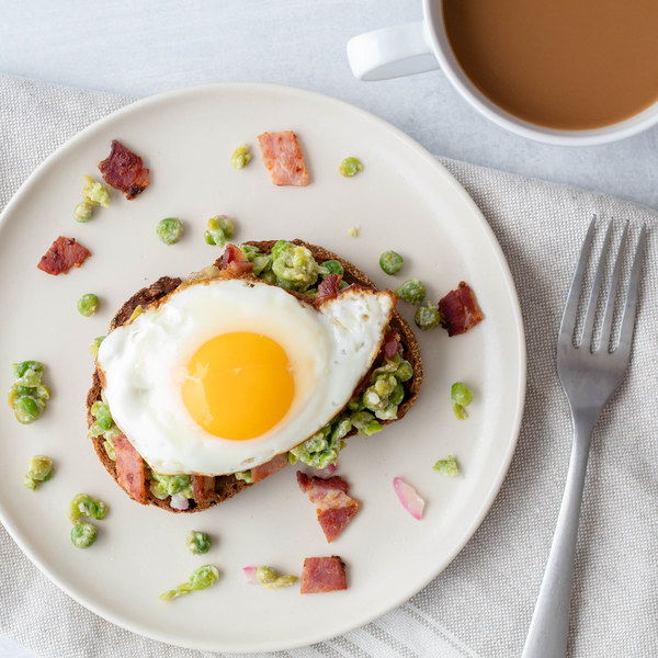 Mashed Peas on Toast with Fried Egg & Bacon