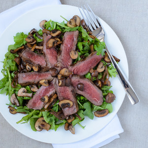 Steak with Arugula, Caramelized Onions & Balsamic Mushrooms
