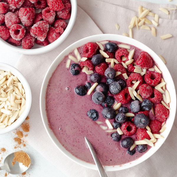 Mixed Berry Smoothie Bowl with Cinnamon & Almonds