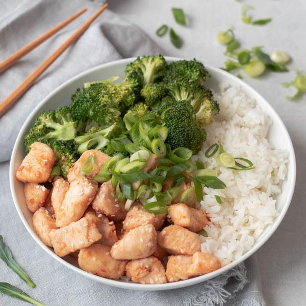 Spicy Chili-Garlic Chicken & Broccoli Rice Bowl
