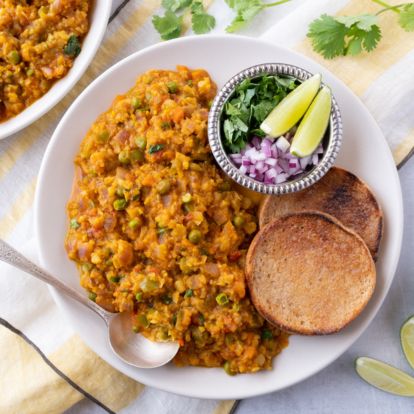 Mashed Indian Curry Vegetable Stew with Rolls (Pav Bhaji)