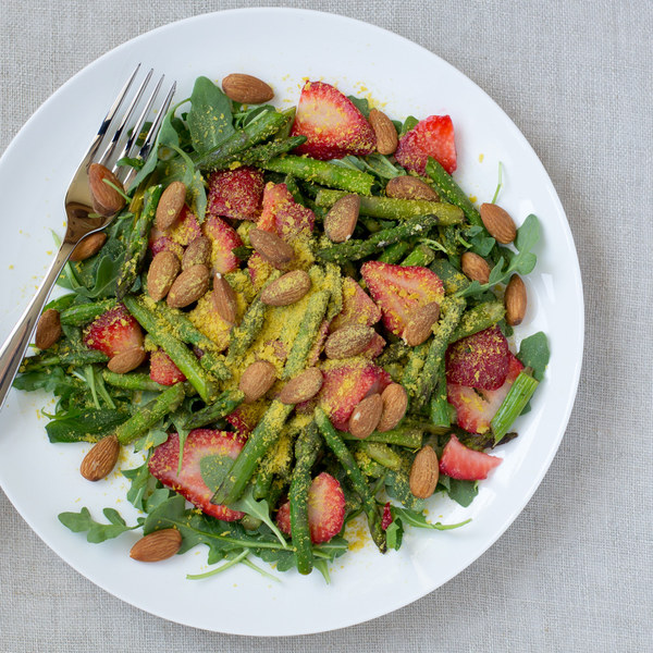 Asparagus, Strawberry & Arugula Salad with Almonds