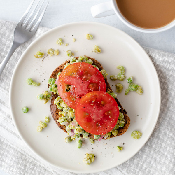 Mashed Peas on Toast with Fresh Tomato